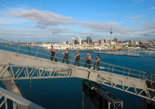 Uitdaging in Auckland, beklim de Harbour Bridge © TNZ